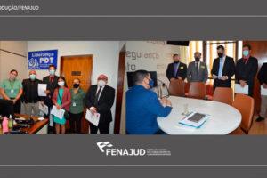 Montagem com duas fotos lado a lado mostrando os representantes da Fenajud protocolando ofícios nos gabinetes das lideranças dos partidos na Câmara dos Deputados.