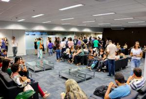 Servidores lotam todo o hall de entrada da Presidência do TJMG